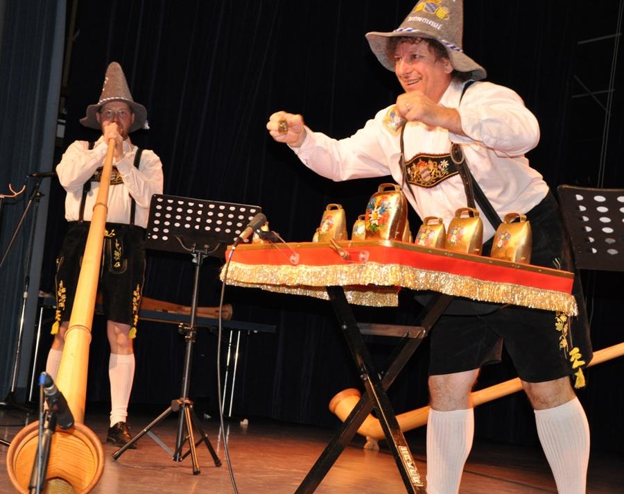 La revue spectacle et le Tyrol en fête - orchestre bavarois