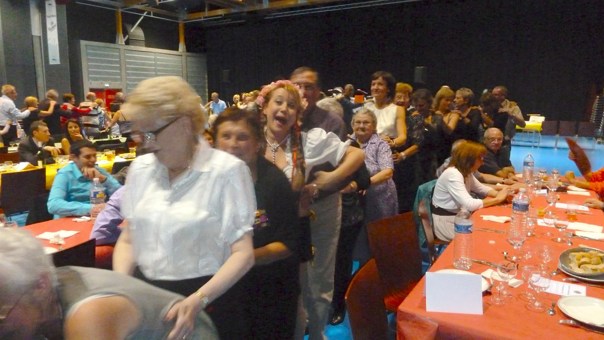 6a Lion's Club Pont à Mousson 29 septembre 2012 orchestre bavarois animation avec le public en chenille