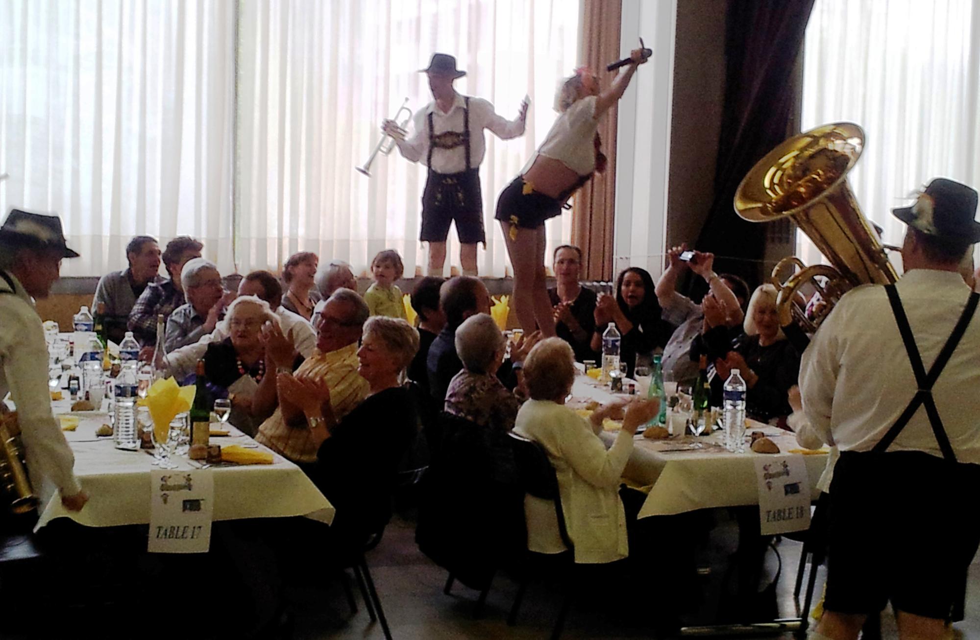 4b- Ambiance traditionnelle de la fête de la bière avec orchestre bavarois, sochaux 25