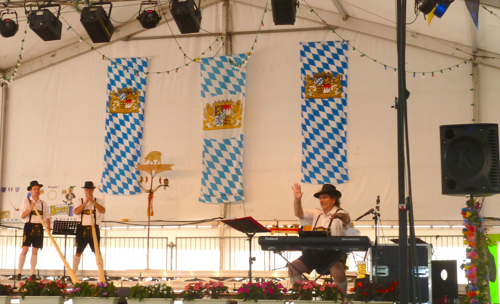 3 Ambérieu 01 Fête de la Bière orchestre bavarois Gallisch Brezel Cor des Alpes et Clarines