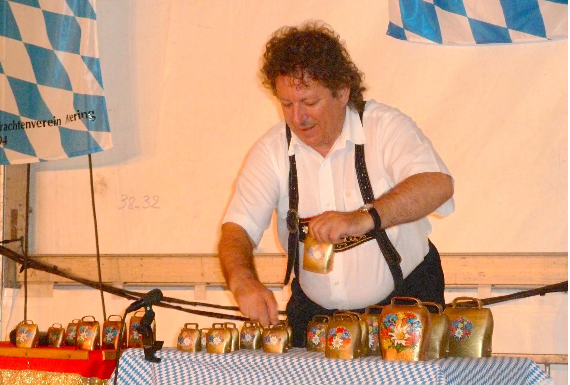 6a Ambérieu 01 Fête de la Bière 2012 orchestre bavarois et clarines