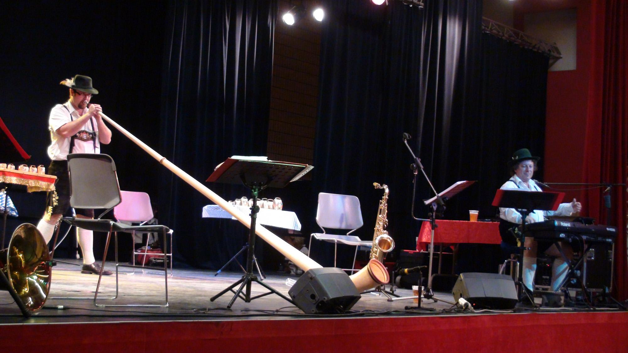 3 Cor des Alpes à Ollainville 12 novembre 2011 orchestre bavarois