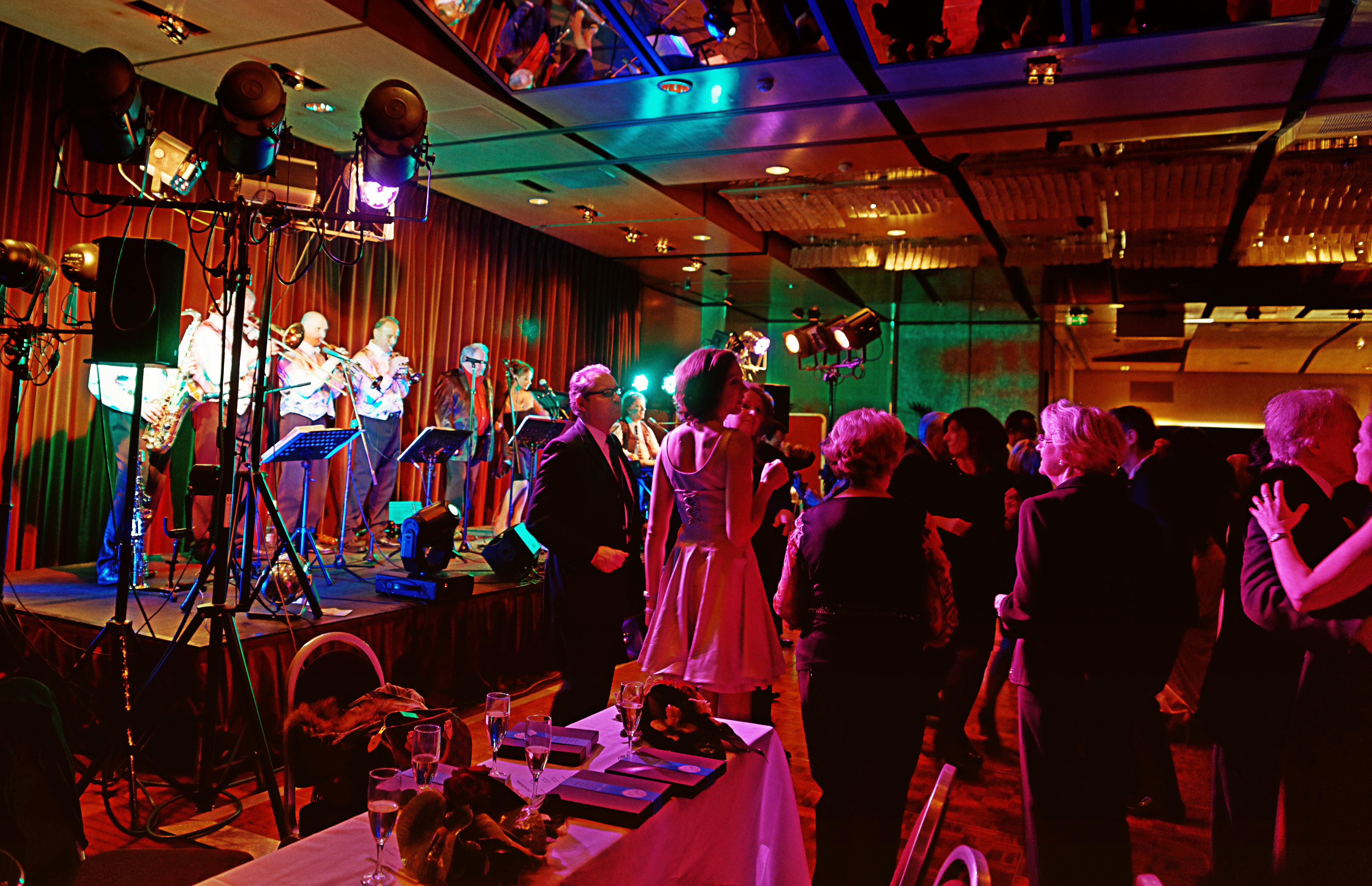 Paris 17 - 75 - 2013- orchestre de variété 2