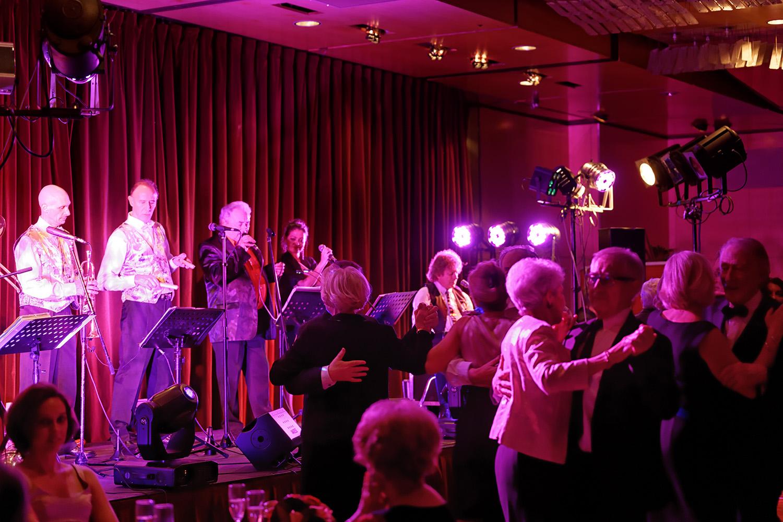 Paris 17 - 75 - 2013- orchestre de variété 4