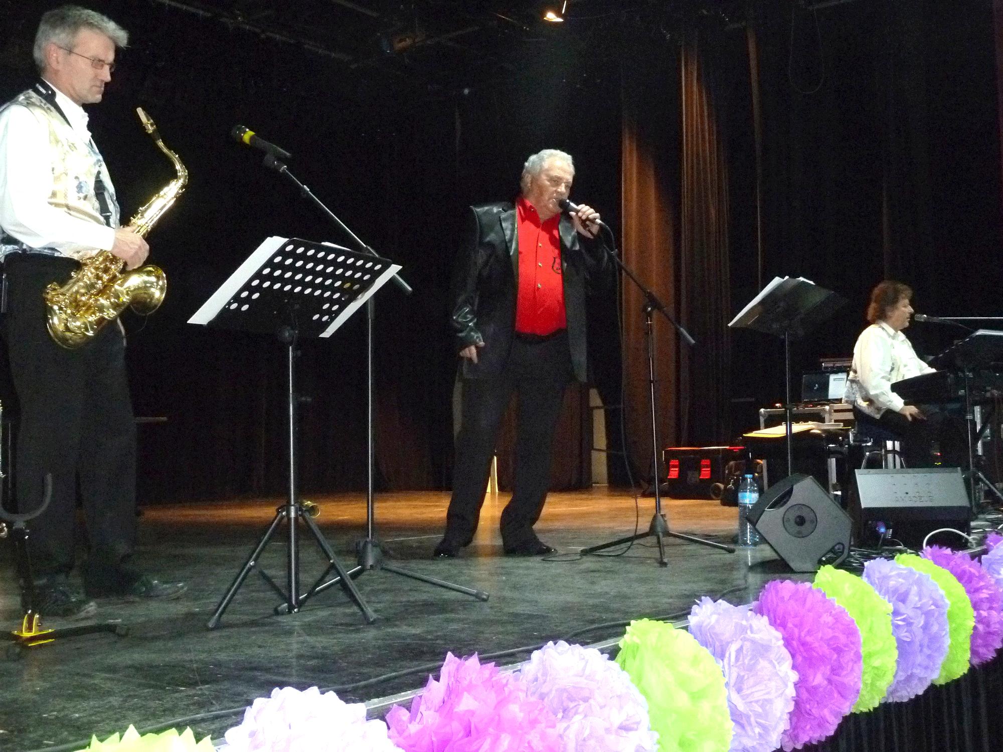 Carrières-Sous-Poissy-78 (2013)-soirée dansante-orchestre de variété 1