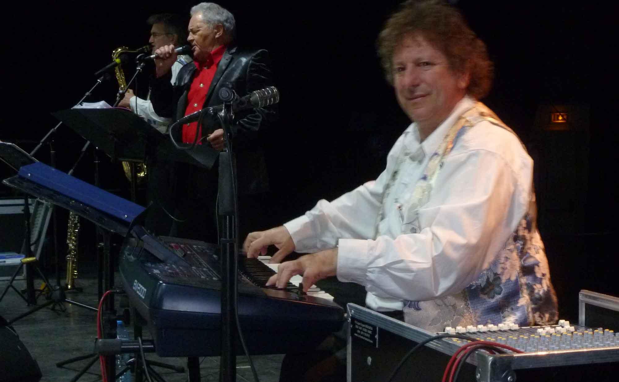 Carrières-Sous-Poissy-78 (2013)-soirée dansante-orchestre de variété 2