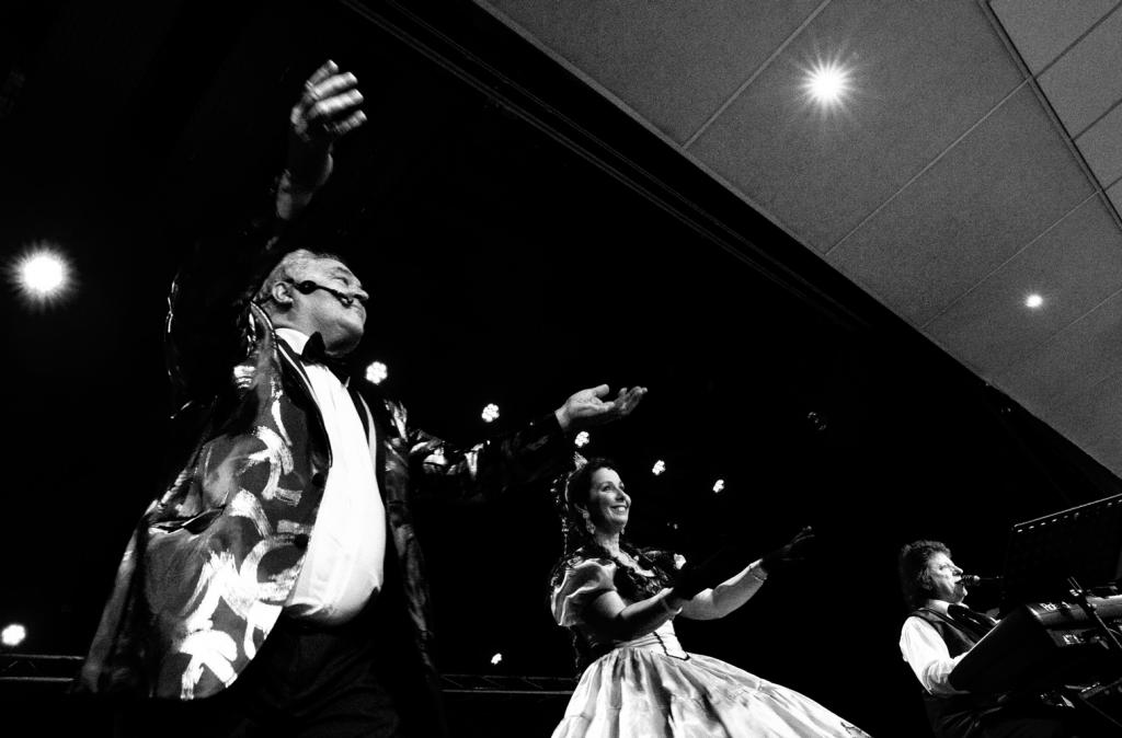 Courcouronnes 91-2012-spectacle viennois-orchestre de variété 1