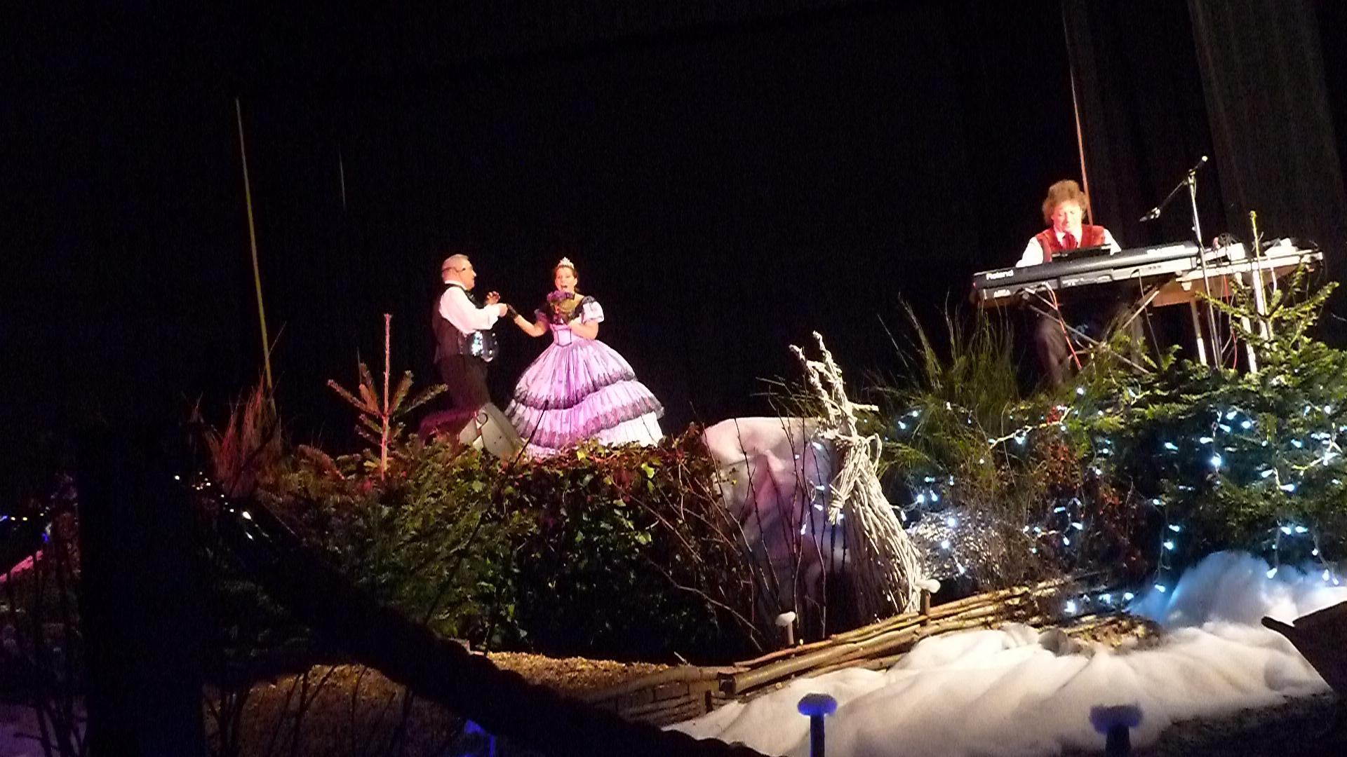 1 Opérettes et variété à Châteauneuf sur Loire 45 le 7 décembre 2014 avec orchestre de variété