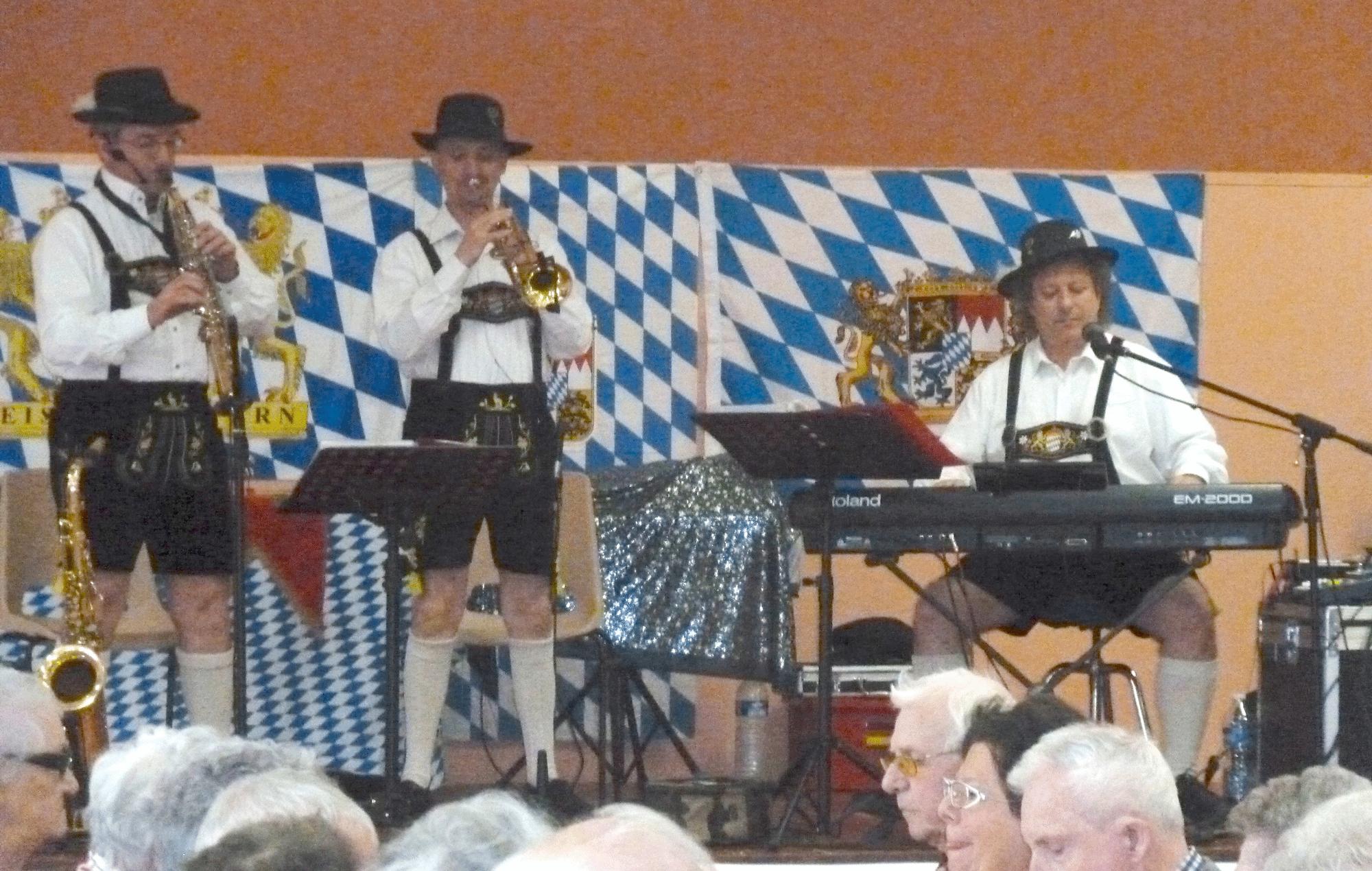 1-Poce-sur-Cisse-37-orchestre-en-trio-bavarois-