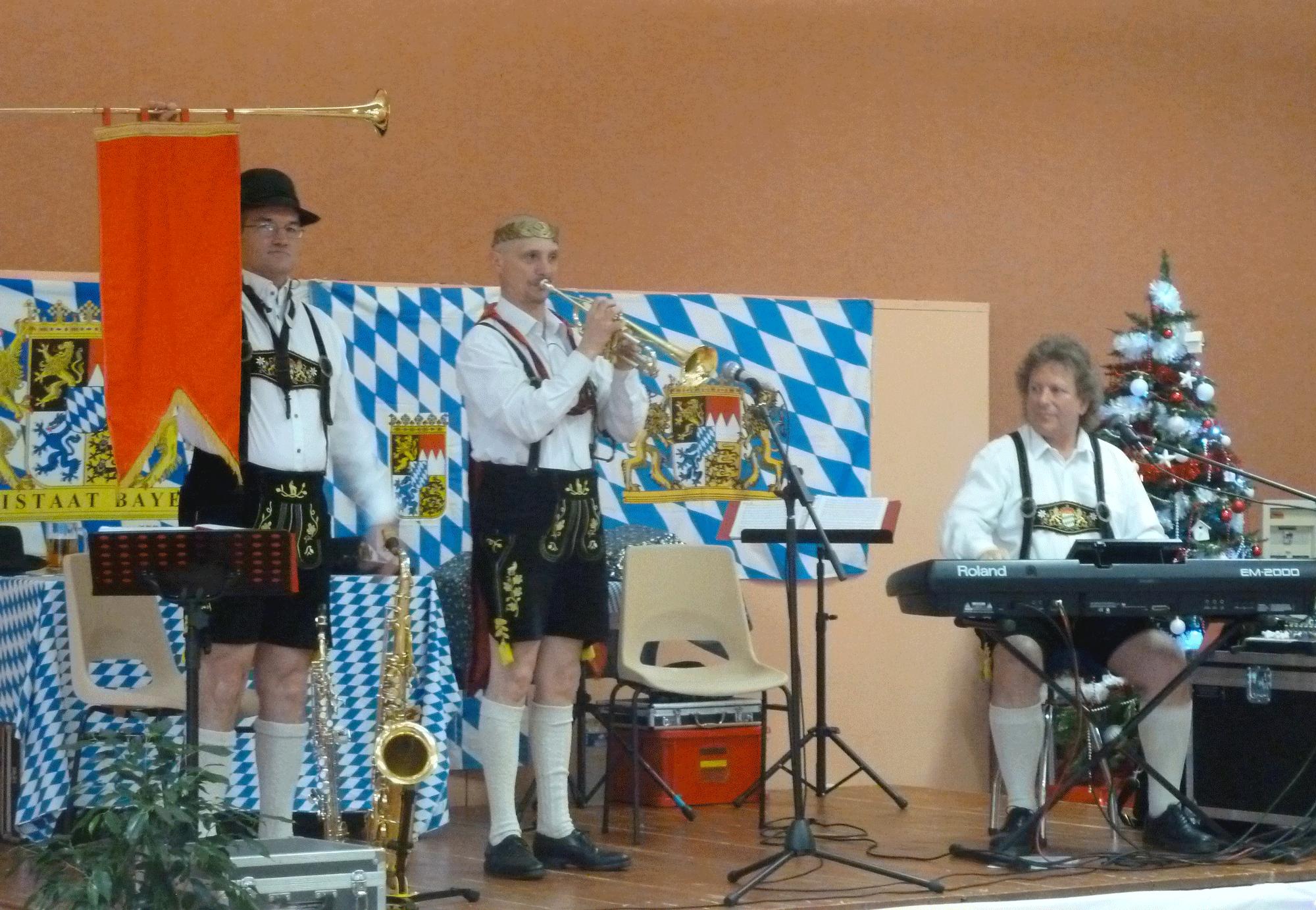 11-Attraction-de-l'orchestre-bavarois-à-Poce-sur-Cisse,-novembre-2014-pour-le-CCAS