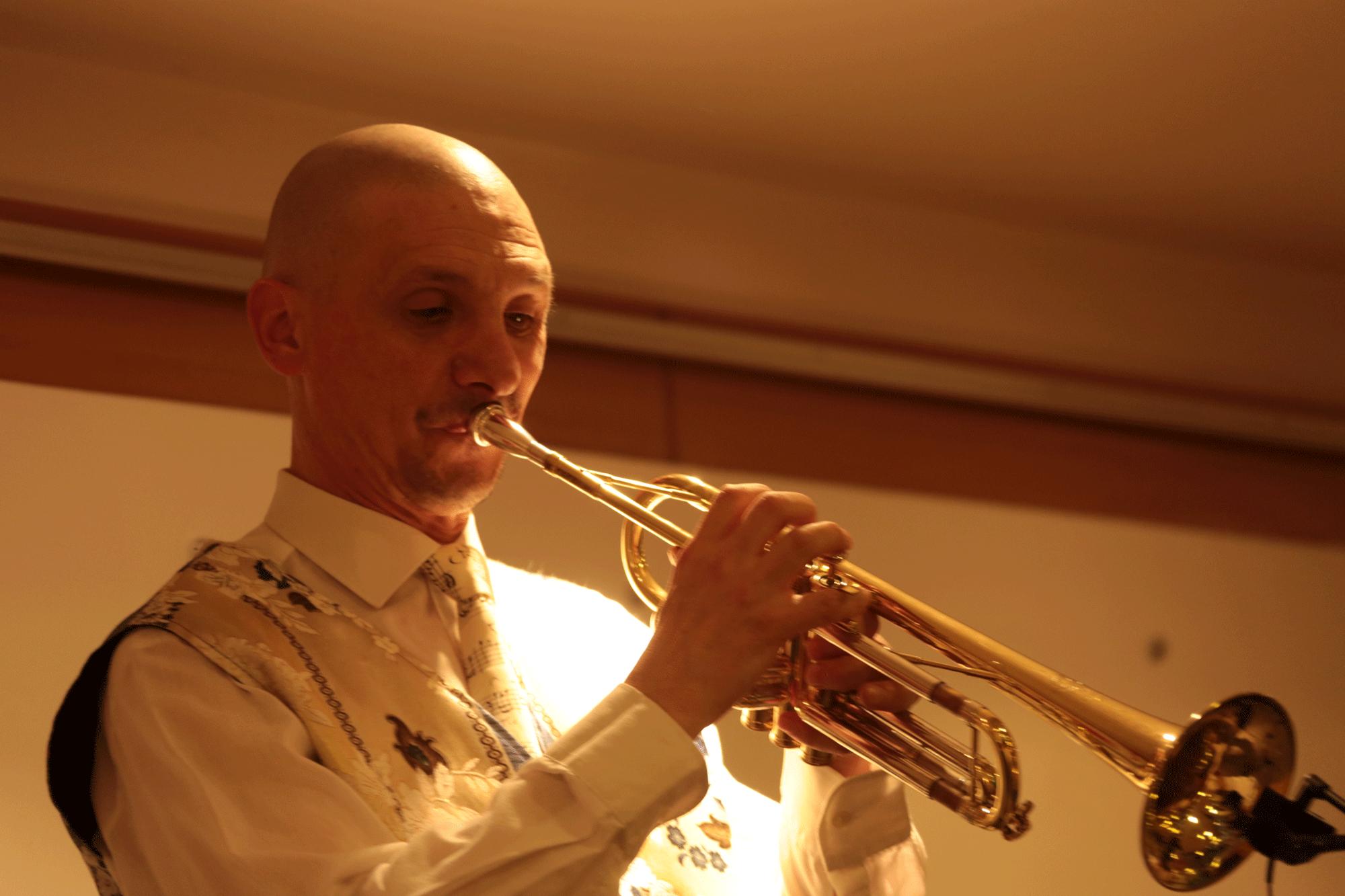 12-Trompettiste-d'un-Orchestre-variété-jazz,-20-ans-de-la-SLMM-à-Mesnil-le-roi-78-29-11-2014J