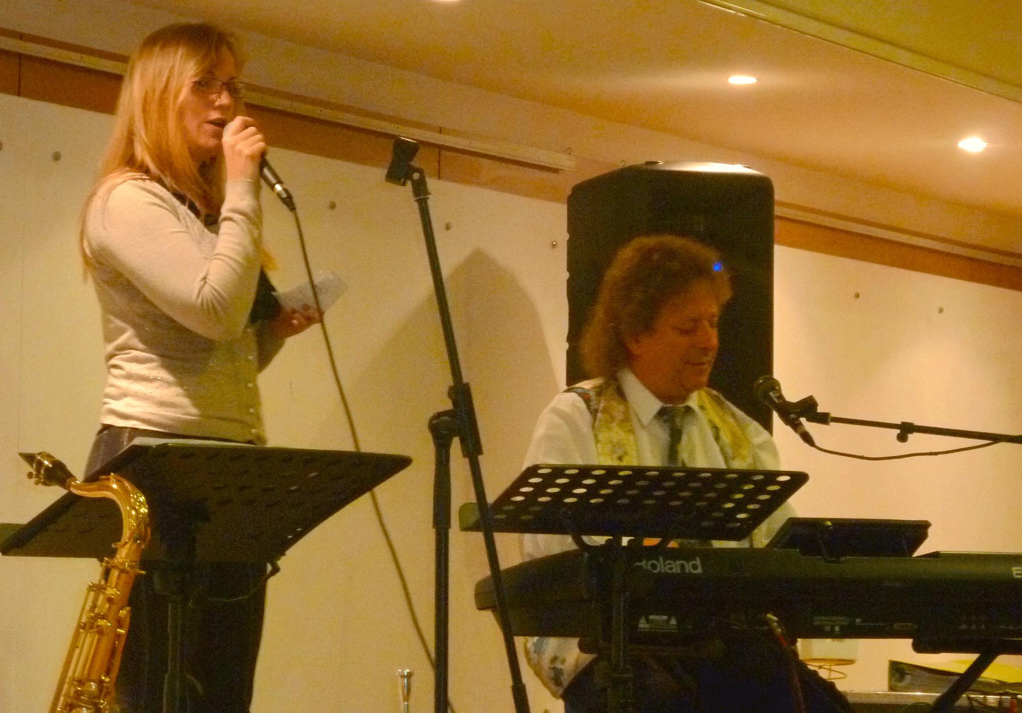 2-Chanteuse-invitée-avec-Orchestre-de-variété-jazz-à-Mesnil-le-Roi-92-Slmm-2014
