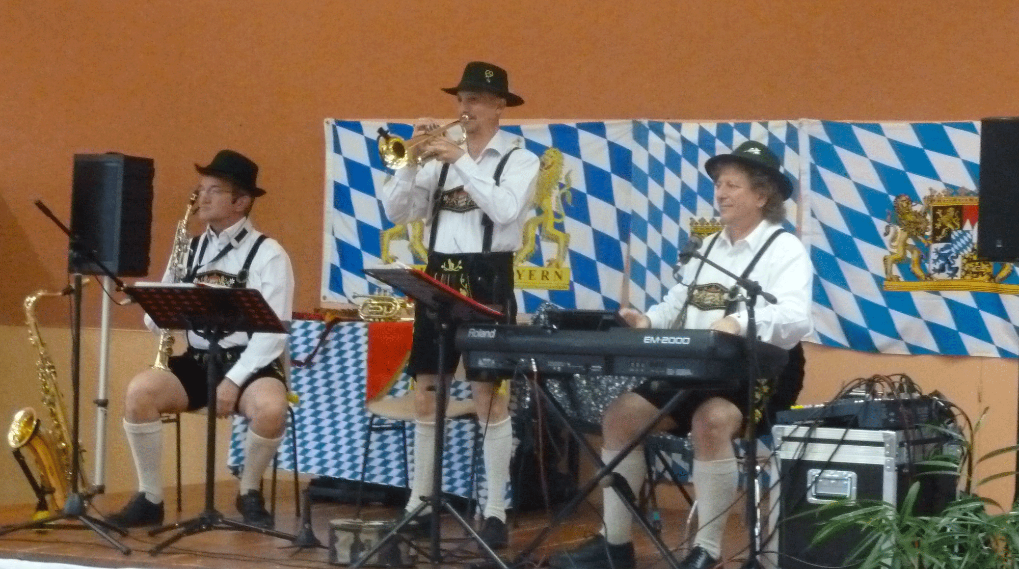 3-Poce-sur-Cisse-37-trio-bavarois-à-Pocé-sur-Cisse-