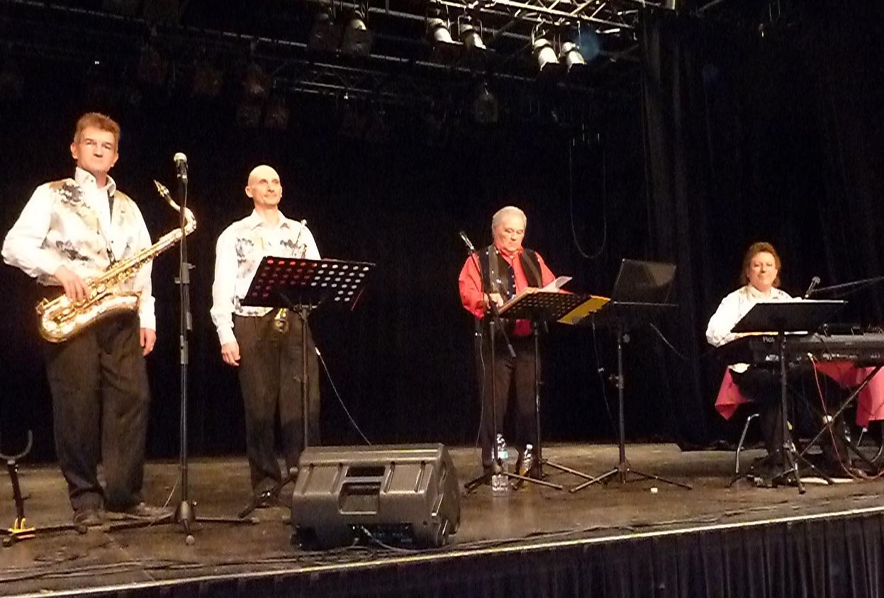 5 orchestre de variété Philippe Dugué Orchestra au Réveillon 2014 à Carrieres sous Poissy 78