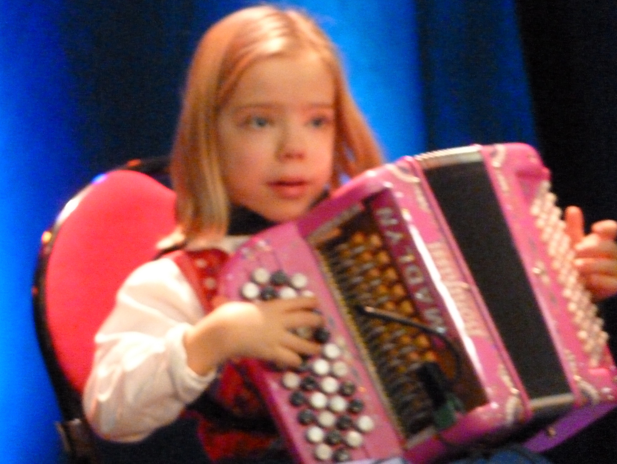 8a--Madlyn-accordéon-avec-orchestre-de-variété