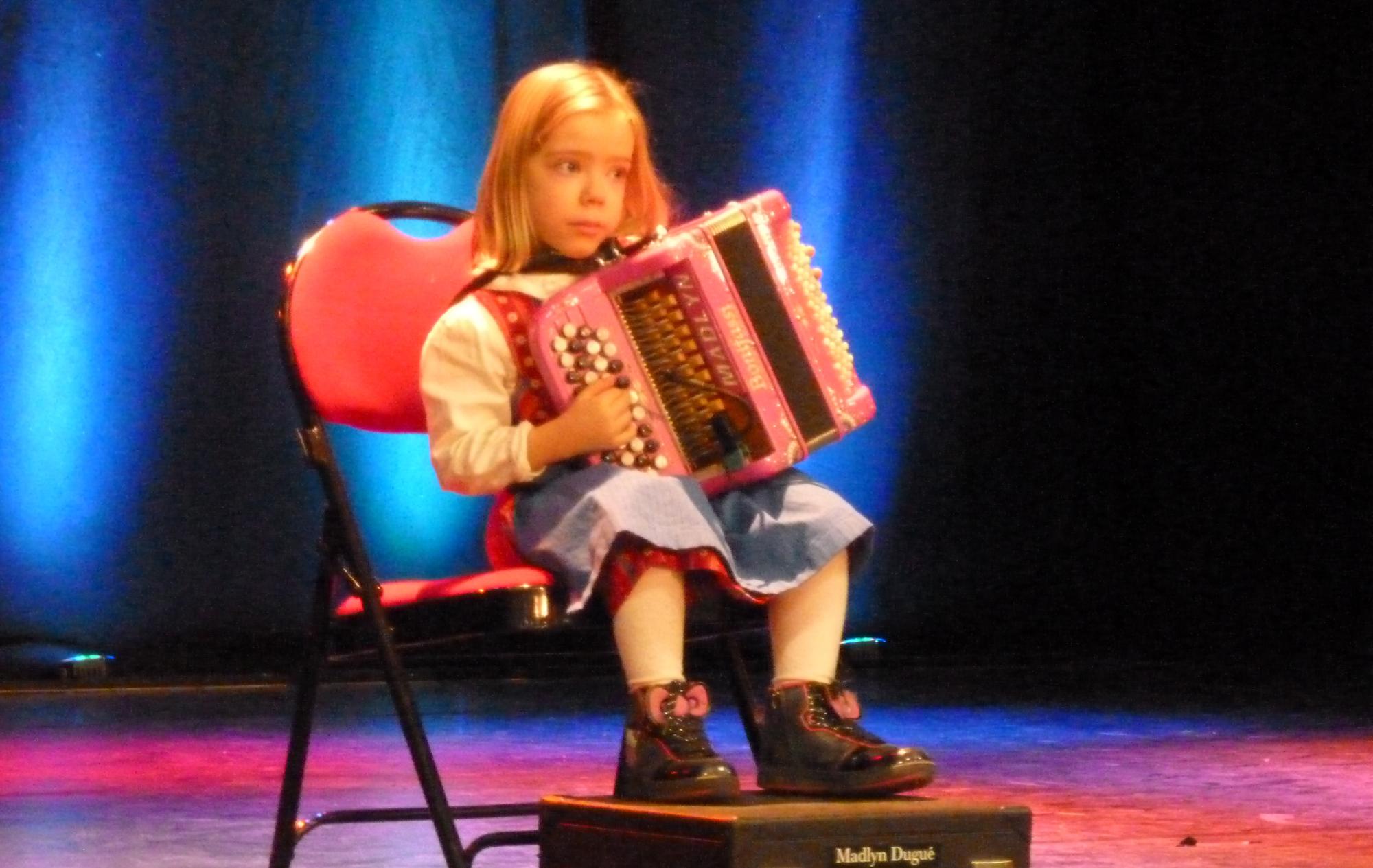 9--Madlyn-accordéon-en-public-à-Villabé-91