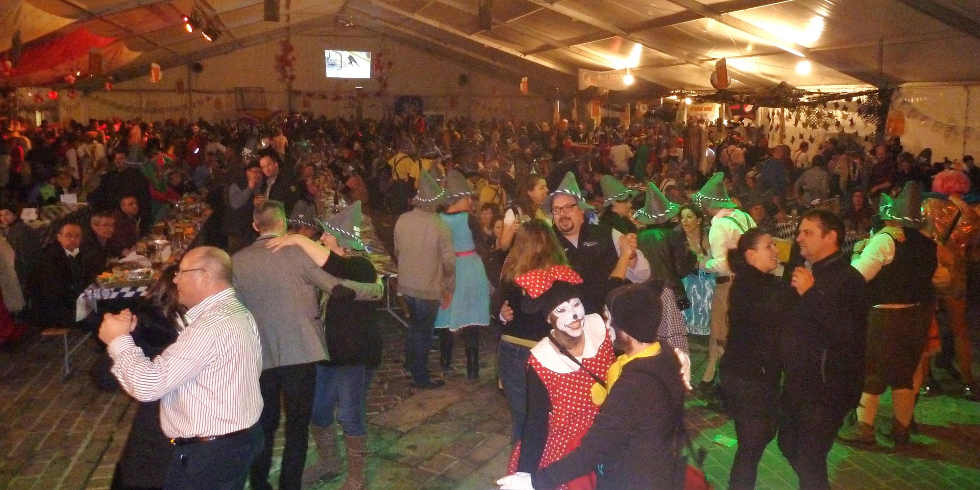 4b Orchestre bavarois à Sion ch, jeudi 12 février 2015 Tente bal du Carnaval