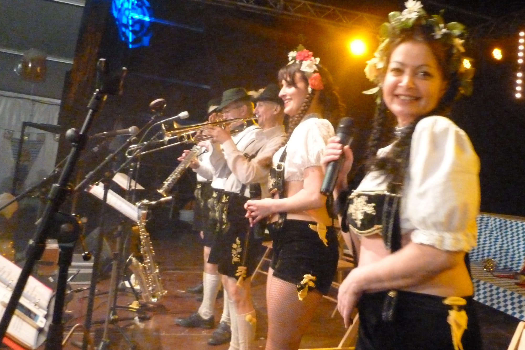 8b Orchestre bavarois à Sion ch, jeudi 12 février 2015 musiciens bavarois tente bal